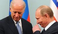 Tổng thống Nga Vladimir Putin (phải) và ứng viên Tổng thống Mỹ Joe Biden (trái). Ảnh: Tass
