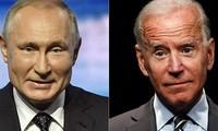 Tổng thống Nga Vladimir Putin (trái) và ông Joe Biden (phải). Ảnh: Fox News