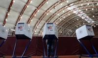 Cử tri đi bỏ phiếu sớm ở New York. Ảnh: Reuters