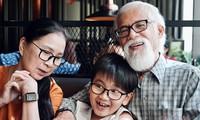 NSND Kim Xuân cùng ông xã và cháu.