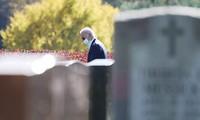 Ông Joe Biden viếng mộ vợ cũ, con trai sau khi nhận tin đắc cử Tổng thống