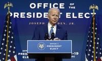 """Ông Joe Biden phát biểu ngày 9/11, sau lưng là dòng chữ """"Văn phòng của Tổng thống được bầu"""". Ảnh: AP"""