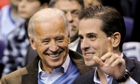 Ông Joe Biden và con trai Hunter. Ảnh: Reuters