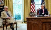 Tổng thống Trump và lãnh đạo phe đa số Thượng viện - McConnell trong phòng Bầu dục ở Nhà Trắng. Ảnh: Reuters