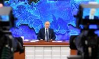 Ông Putin trong buổi họp báo chiều 17/12. Ảnh: Tass