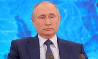 Ông Putin trong buổi họp báo ngày 17/12. Ảnh: Tass