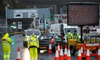 Nhiều nước châu Âu ban hành lệnh hạn chế đi lại với Anh vì sự xuất hiện của chủng virus biến thể. Ảnh: Reuters