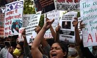 Một cuộc biểu tình phản đối những vụ hiếp dâm nhằm vào phụ nữ ở Ấn Độ. Ảnh: EPA