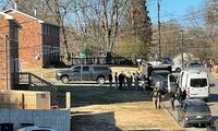 Cơ quan an ninh lục soát một ngôi nhà 2 tầng. Ảnh: Reuters