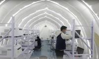 Một phòng xét nghiêm lưu động được dựng trên sân tennis ở Thạch Gia Trang (tỉnh Hà Bắc). Phòng xét nghiệm này có công suất 1 triệu mẫu/ngày. Ảnh: Global Times