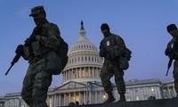 Binh sĩ Vệ binh Quốc gia trên Điện Capitol. Ảnh: AP
