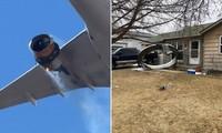 Động cơ máy bay cháy đen (trái) và mảnh vỡ động cơ rơi xuống nhà dân (phải). Ảnh: RT