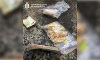 Một số tang vật gồm vàng và tiền mặt. Ảnh: www.dbr.gov.ua