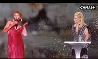 Nữ diễn viên Pháp khỏa thân trên sân khấu để phản đối lệnh hạn chế phòng COVID-19