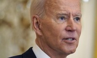 Ông Biden trong buổi họp báo đầu tiên tại Nhà Trắng. Ảnh: AP