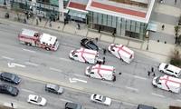 Xe cứu thương có mặt tại hiện trường. Ảnh: Reuters