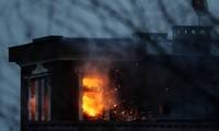 Căn hộ của Vladimir Bardanov bốc cháy dữ dội. Ảnh: Tass