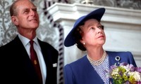 Hoàng tế Philip và Nữ hoàng Anh Elizabeth trong bức ảnh chụp năm 1990. Ảnh: Reuters
