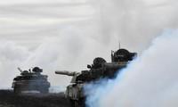 Hình ảnh từ cuộc tập trận ngày 14/4 của Ukraine gần biên giới với bán đảo Crimea thuộc Nga. Ảnh: Reuters