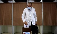 Đại biểu bỏ phiếu bầu Ban Chấp hành trung ương chiều 18/4. Ảnh: Cubadebate