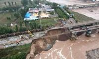 Một đoạn đường sắt bị hư hại ở Tấn Trung (Sơn Tây, Trung Quốc). Ảnh: Getty