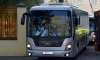 Xe cảnh sát hộ tống 2 xe buýt rời nhà tù Lefortovo ở thủ đô Mátxcơva. Nguồn: Al Jazeera.