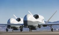 Hai chiếc máy bay không người lái Tritom MQ-4C. Ảnh: Breaking Defense.