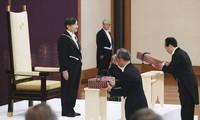 Nhà vua Nhật Bản Naruhito tiếp nhận biểu chương hoàng gia tại hoàng cung hồi tháng 5. Ảnh: Kyodo News.
