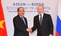 Thủ tướng Nguyễn Xuân Phúc hội kiến Tổng thống Nga Vladimir Putin ngày 19/5/2016 tại TP. Sochi. Ảnh: baochinhphu.vn.