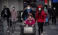 Hành khách đeo khẩu trang phòng nhiễm virus corona mới ở sân bay thủ đô Bắc Kinh ngày 30/1. Ảnh: Getty.