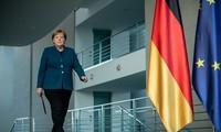 Thủ tướng Đức Angela Merkel tự cách ly tại nhà sau khi bác sĩ tiêm vắc-xin cho bà mắc Covid-19. Ảnh: Getty.