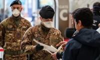 Cảnh sát và binh sĩ Italy kiểm tra hành khách rời nhà ga xe lửa Milano Centrale. Ảnh: Getty. Bergamo, Italy. Ảnh: EPA.
