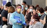Xếp hàng trước Bệnh viện Royal Melbourne, Australia để xét nghiệm coronavirus. Ảnh: New Daily.