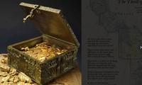 Chiếc rương bằng đồng chứa 10 kg vàng và đá quý trị giá 1 triệu USD. Ảnh: The Sun.
