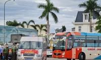 Chuyến xe đầu tiên lên đường đón 200 công dân đầu tiên từ TP. HCM về Quảng Ngãi.