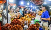 """Từ ngày 30/4 đến ngày 31/12, Đà Nẵng sẽ triển khai chương trình """"Giờ hạnh phúc – Happy hours"""" vào các ngày từ thứ 6 đến Chủ nhật hàng tuần với nhiều chương trình khuyến mại để thúc đẩy các hoạt động kinh tế đêm. Ảnh: Giang Thanh"""