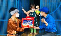 'Chú Cuội' mang Trung thu đến với trẻ em khó khăn