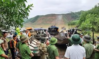 Đang tiếp cận thủy điện Rào Trăng 4 để qua Rào Trăng 3 kiếm tìm 16 công nhân mất tích