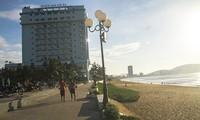 3 khách sạn lớn ở Quy Nhơn (tỉnh Bình Định) bị di dời để lấy lại mặt bằng xây dựng công viên cho người dân.