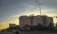 Việc di dời các khách sạn ven biển TP Quy Nhơn là để lấy đất xây dựng công viên phục vụ cộng đồng. Ảnh: Trương Định