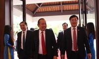 Phó thủ tướng thường trực Trương Hòa Bình, Bí thư thứ nhất TƯ Đoàn Lê Quốc Phong và Chủ tịch UBND TP Đà Nẵng Huỳnh Đức Thơ dự khai mạc Diễn đàn Trí thức trẻ Việt Nam lần thứ nhất. Ảnh: Giang Thanh