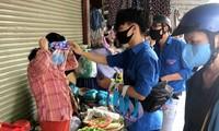 Học hỏi từ các clip hướng dẫn trên youtube, các đoàn viên thanh niên phường An Khê (quận Thanh Khê, Đà Nẵng) đã tự chế mũ chắn giọt bắn để tặng cho tiểu thương các chợ, lực lượng tham gia phòng chống dịch COVID – 19 ở phường...