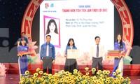 Thành Đoàn Đà Nẵng đã trao tặng cúp và bằng khen cho 37 gương thanh niên tiên tiến làm theo lời Bác cấp thành phố năm 2020. Đây là 37 tấm gương tiêu biểu nhất, xuất sắc nhất trong phong trào thi đua của tuổi trẻ Đà Nẵng