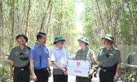 Bí thư thường trực TƯ Đoàn Nguyễn Anh Tuấn đã thăm và tặng quà các chiến sĩ tình nguyện trong Chiến dịch Thanh niên Tình nguyện hè năm 2020 đang thực hiện công tác dân vận trên địa bàn huyện Hòa Vang (Đà Nẵng)