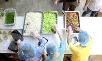 Bếp thiện nguyện '5 sao', ngày nấu ngàn suất cơm cho tuyến đầu