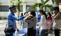 'Áo xanh' tiếp sức sĩ tử trong kỳ thi đặc biệt giữa tâm dịch