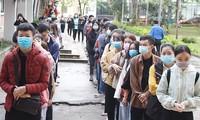 Sôi động Chủ nhật Đỏ ở Đà Nẵng: Giới trẻ xếp hàng từ sáng sớm tình nguyện hiến máu