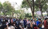 Chủ nhật Đỏ sáng 17.1 tại ĐH Kinh tế Đà Nẵng thu hút đông đảo các bạn trẻ - ảnh Thuy Uyển