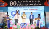 Nhân kỉ niệm 90 năm Ngày thành lập Đoàn, Thành Đoàn Đà Nẵng đã trao giải thưởng 26/3 cho 90 thủ lĩnh thanh niên có thành tích xuất sắc trên các lĩnh vực. Ảnh: Giang Thanh
