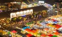 """Thông tin """"Chợ đêm xe lửa"""" Ratchada ở Bangkok sẽ bị đóng cửa vĩnh viễn là không chính xác!"""
